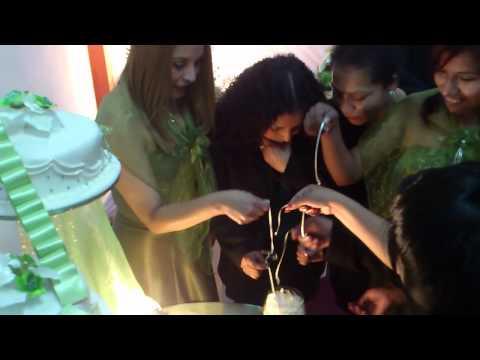 Momento del Anillo en la Torta La ganadora no se quedara solterona Sab 24 Set 2011