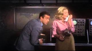 007 takes the Lektor - From Russia with Love scene (uncut)