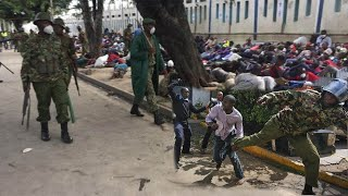 VIDEO: Matukio ya Polisi nchini Kenya wakiwatawanya wananchi kwa vipigo