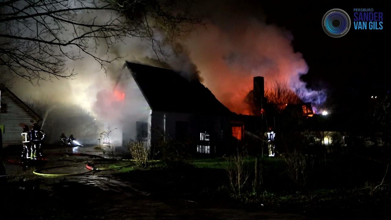 16-03-2021 – Felle uitslaande brand verwoest woonboerderij aan de Houtens in Son en Breugel