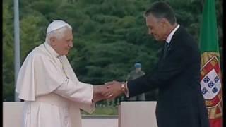 O Papa Bento XVI chega a Portugal
