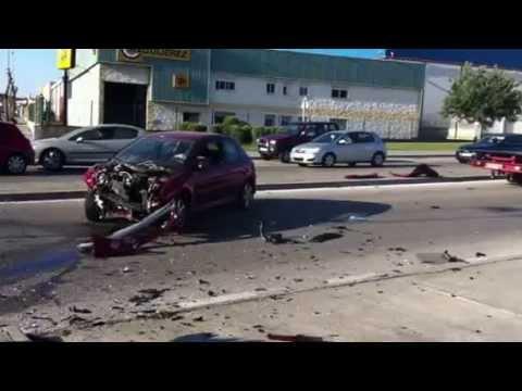 Dos mujeres heridas en una colisión frontal en el parque empresarial