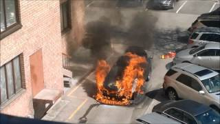CRAZY Burning cars - Chrysler Sebring and Mercedes (Firefighters in action)