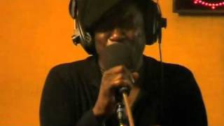 Charles Bradley - Nova Session - The world is goin'up in flames.mp4