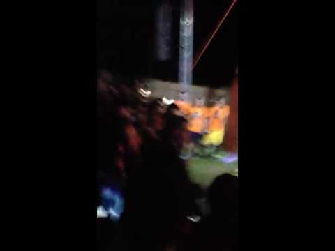 Achille Lauro tira uno schiaffo ad un fan