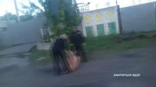 На Полтавщині поліція затримала голу дівчину, яка гуляла вулицями міста