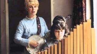 Shirley and Dolly Collins - Just As The Tide Was Flowing