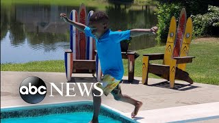 5-year-old overcomes fear, takes leap off diving board with dad's support