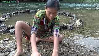 Survival Skills - Primitive Skills Build Fish Trap From Stone - Catch Big Catfish