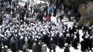 preview picture of video 'Siria, Damasco Capital, Barzeh, Hombres y MUJERES en los FUNERALES de sus Hijos, 23/04/2011'
