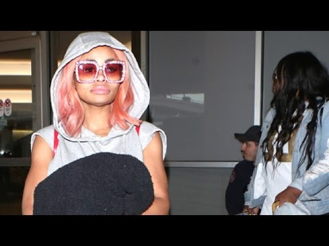 Blac Chyna Handles Fame Remarkably Well At LAX