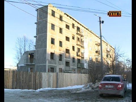 Жителей разрушенного дома переселят