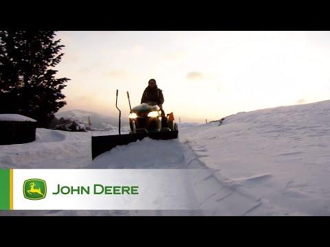 Trattorini John Deere:  rimuovere la neve sarà un gioco da ragazzi!