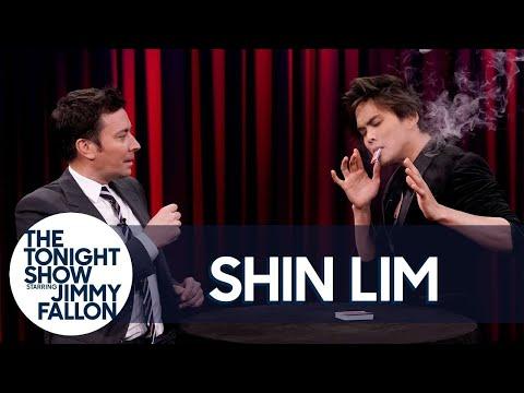 America's Got Talent Winner Shin Lim Stuns Jimmy with a Magic Trick (видео)
