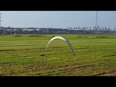 wing-wing-z84-epo-845mm-flying-through-a-gate-in-fpv