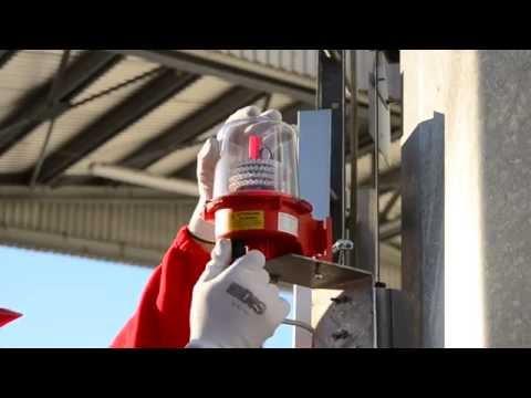 Small retractable aircraft warning lights