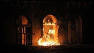 preview picture of video 'Aleppo : The Great Umayyad Mosque was burnt 01 10 2014 حلب : معارك في الجامع الاموي الكبير'