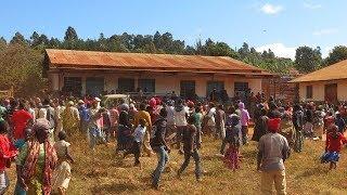MAGAZETI TANZANIA: MWALIMU AMCHANA MAKALIO MWANAFUNZI WA KIKE