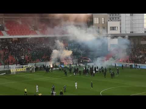 FC Spartak Trnava - ŠK Slovan Bratislava 17.10.2021 - Bitka fanúšikov priamo na hracej ploche
