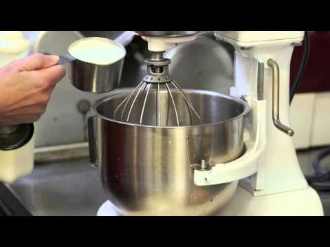 Video Cake Frosting Using Heavy Cream & Pudding : Frosting & Icing