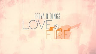 Kadr z teledysku Love Is Fire tekst piosenki Freya Ridings