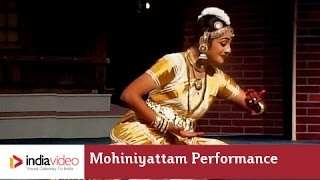 Mohiniyattam performance on Omanathinkal kidaavo