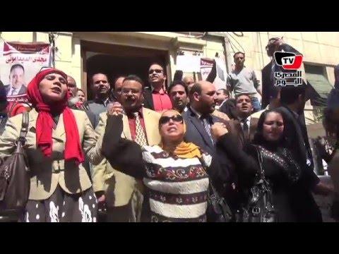 وقفة لـ«محامين» احتجاجاً علي إعتداء الداخلية علي زميلتهم