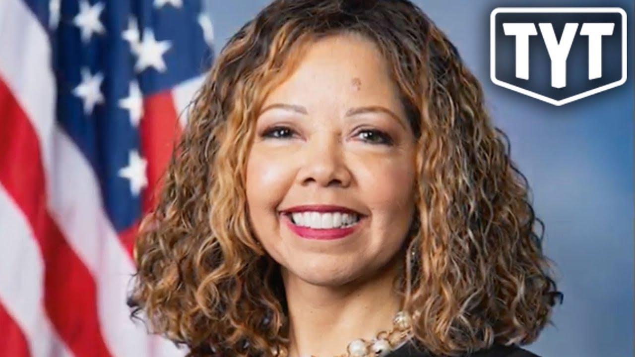 Democrat Dunks On New NRA President thumbnail