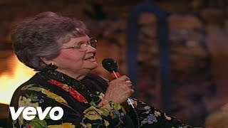 Eva Mae LeFevre - I Can Call Jesus Anytime [Live]
