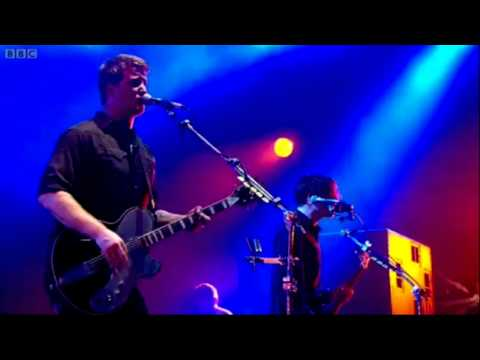 Queens Of The Stone Age - Burn The Witch (Glastonbury 2011) HD