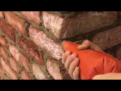Zelf baksteenstrips voegen met een spuitzak