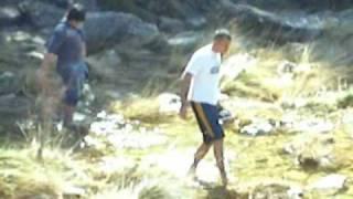 preview picture of video 'Flanis cruzando el río'