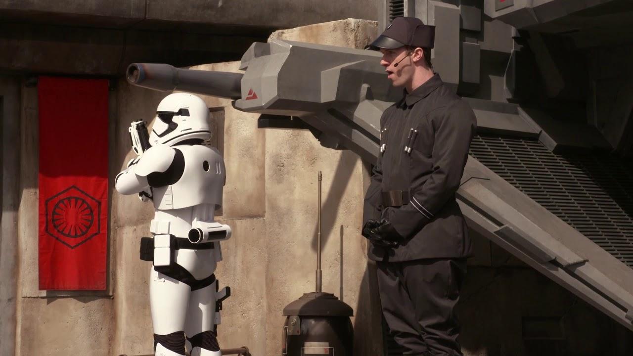 Characters at Star Wars Galaxy's Edge