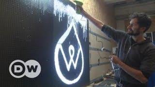Grafite feito com água e eletricidade brilha com água