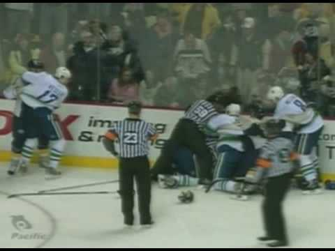 Alexandre Burrows vs Jason Arnott