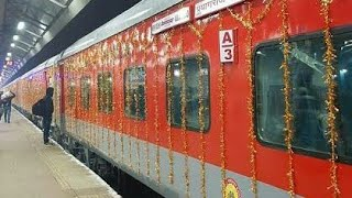 preview picture of video 'SUPER FAST RAJDHANI EXPRESS(12314-  NEW DELHI - SEALDHA )  EARLY MORNING CROSSING KUMARDUBI  STATION'