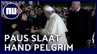 Paus Franciscus wordt boos op pelgrim in Vaticaanstad | NU.nl