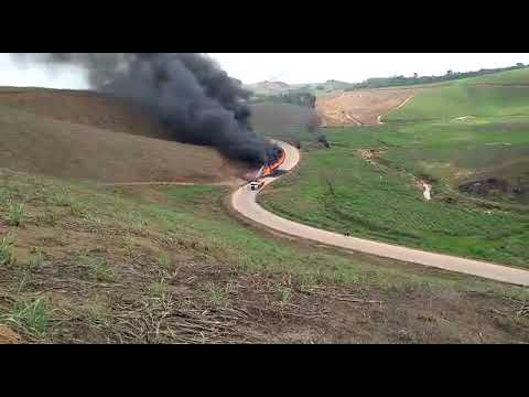 Caminhão pega fogo e duas pessoas morrem em Ipojuca