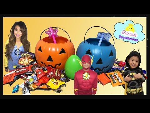 Video HALLOWEEN TRICK OR TREAT Toy Egg Surprise Kids Candy Outdoor Fun for Kids Super Hero in real life