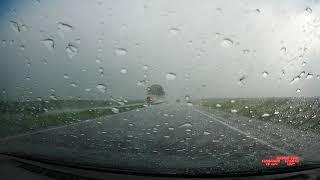 Ливень на трассе и удар молнии вблизи машины
