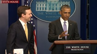 Obama makes appearance at final White House press briefing