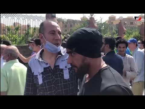 فنانون يودعون محمود ياسين من أمام مسجد الشرطة بالشيخ زايد