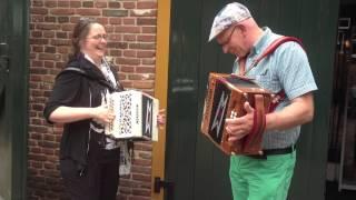 preview picture of video 'Veldhoven 2013 - Jan Kamphuis en Paulien Ottenschot spelen samen trekzak'