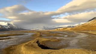 preview picture of video 'Longyearbyen, Svalbard, Arctic 78° North, Summer'