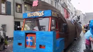 スイス発 バーゼルのファスナハトパレード・お菓子を貰おう 1 【スイス情報.com】