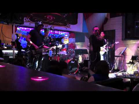 Download bakit kung sino pa by Lloyd Umali with Blank Page Band.mov Mp4 HD Video and MP3