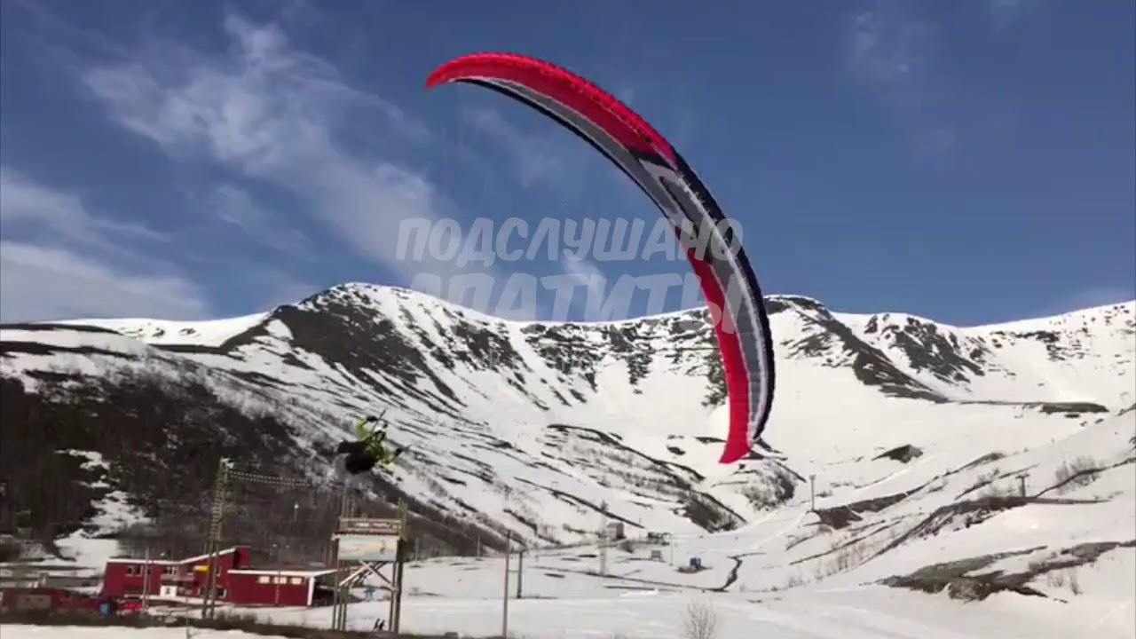 Парапланерист приземлился на стол туристам в Хибинах