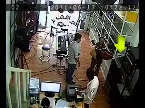 Phần tiếp: Bà già trộm điện thoại ở cửa hàng bán nhạc cụ