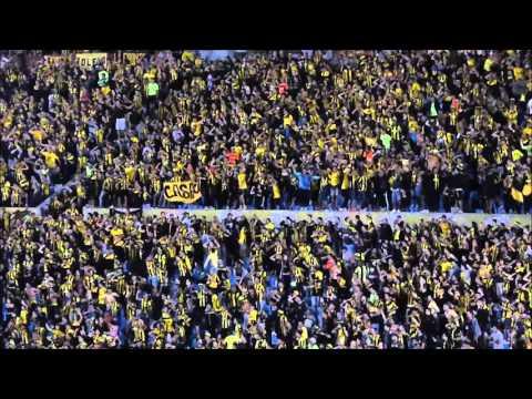 """""""VIDEO: El apoyo de los hinchas de Peñarol al equipo ante Atlético Nacional"""" Barra: Barra Amsterdam • Club: Peñarol"""