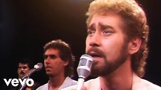 Earl Thomas Conley - Holding Her and Loving You (Official Video)